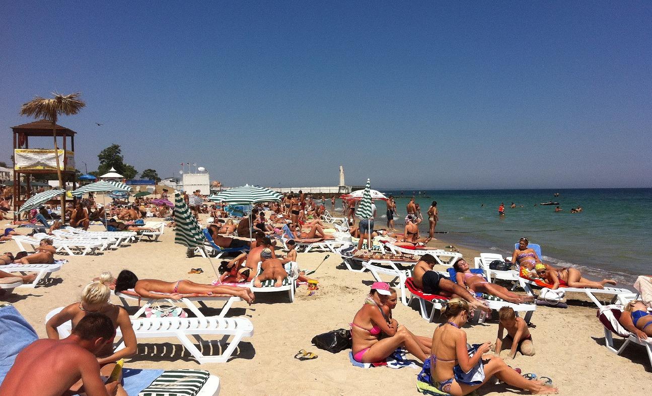 Пляжи Евпатории в высокий сезон