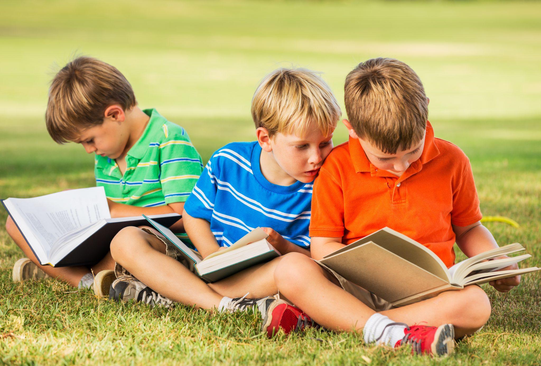 Дети читают библию картинки для детей