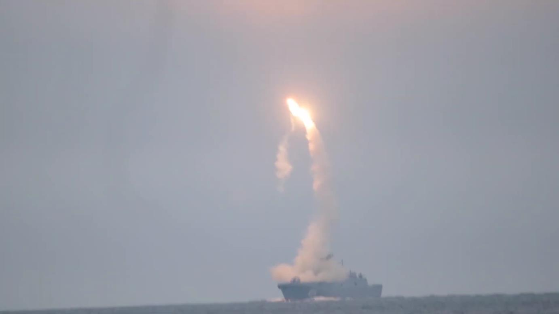 https://imageup.ru/img140/3663546/pervyjj-pusk-giperzvukovojj-rakety-cirkon-s-borta-fregata-admiral-gorshkovmp4_000016240.jpg