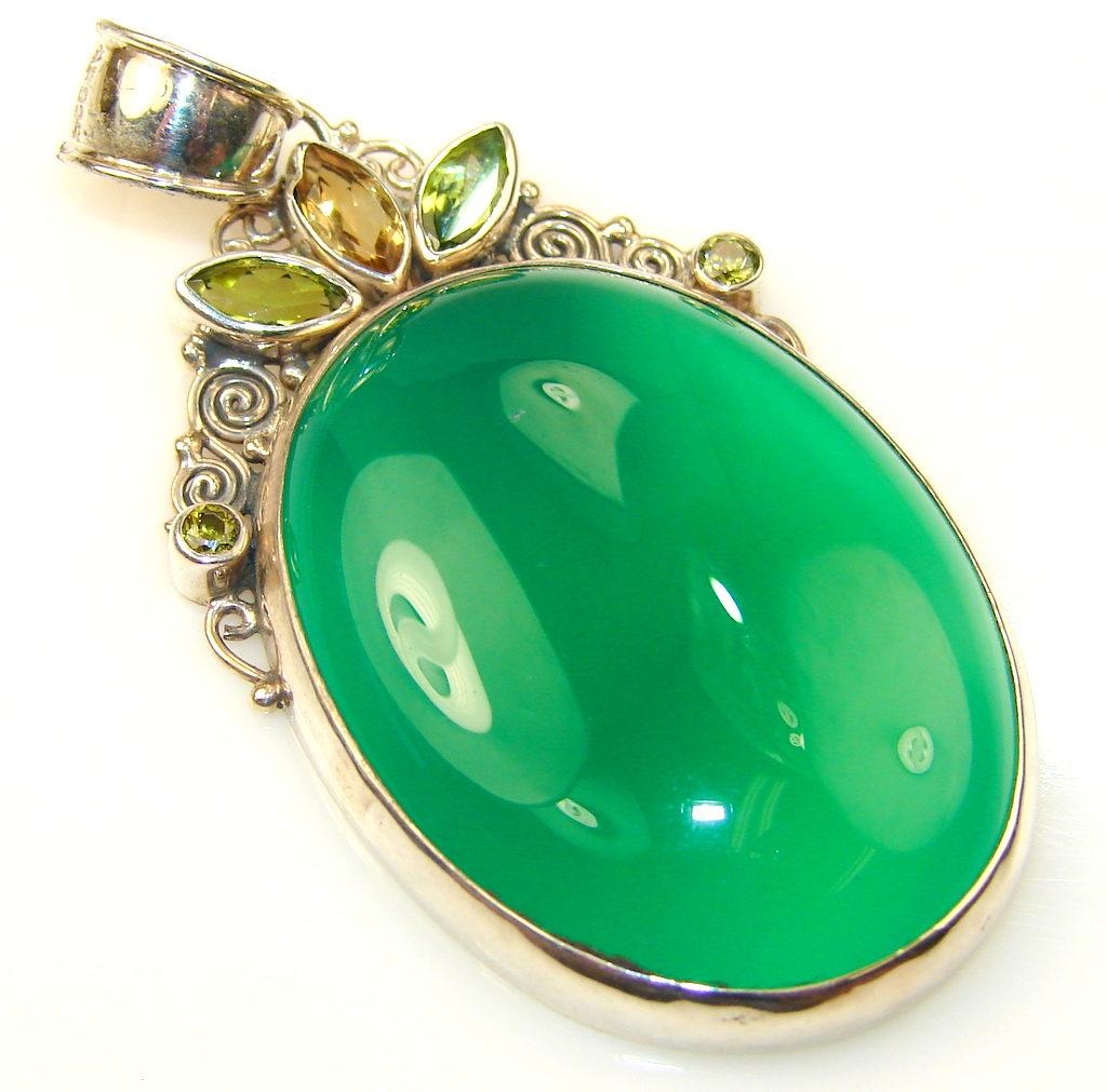 Кому по знаку зодиака подходит зеленый агат, целительные свойства камня-оберега