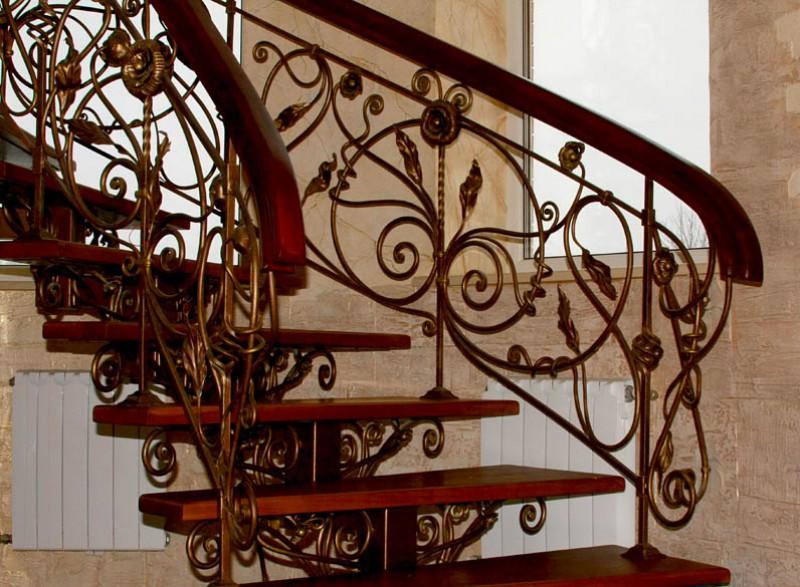 Лестницы с ковкой и их преимущества
