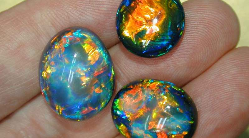 Камень опал – его основные свойства и кому из знаков зодиака он больше всего подходит