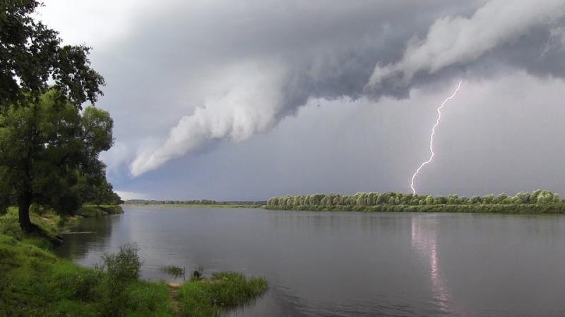 http://www.imageup.ru/img291/1446110/molniya-na-reke.jpg