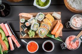 Если вы любите суши, вам стоит заказать доставку этого блюда в ресторане «Тануки».